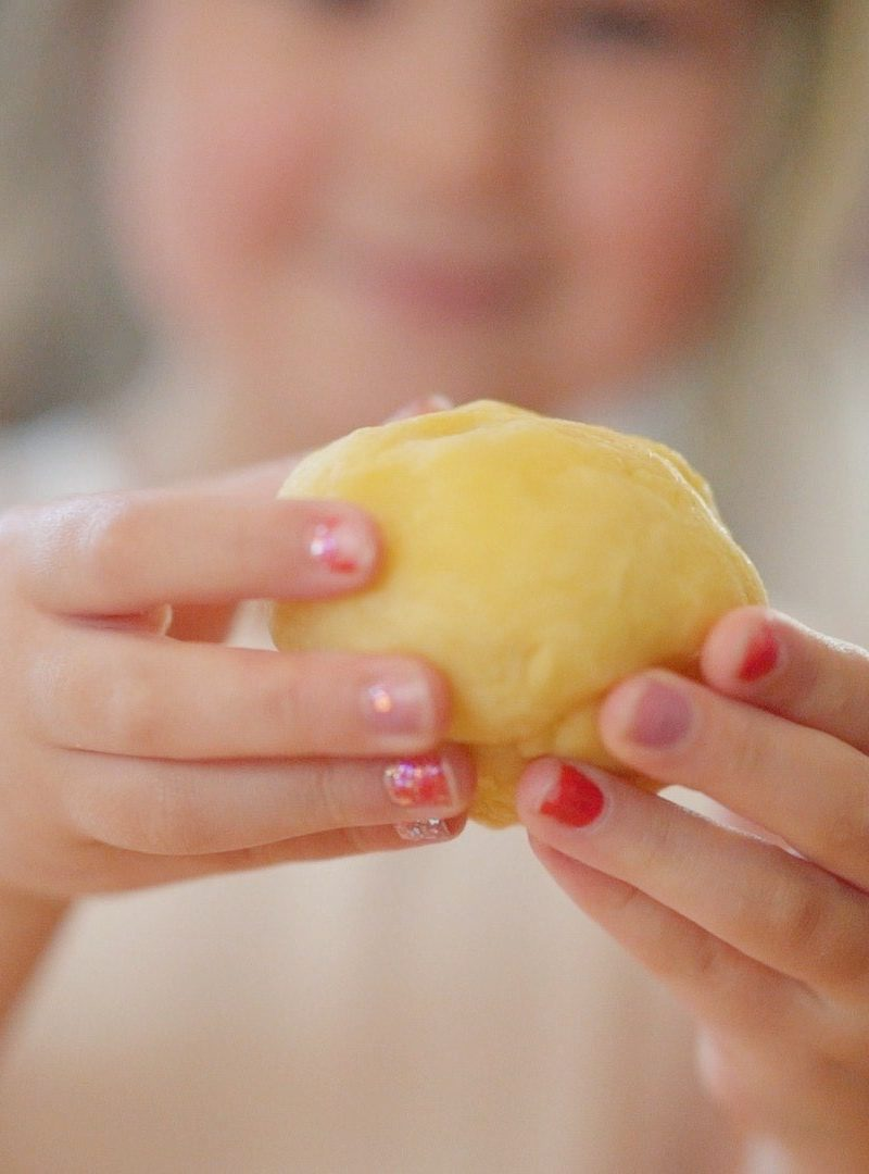 How to Make Sunshine Playdough